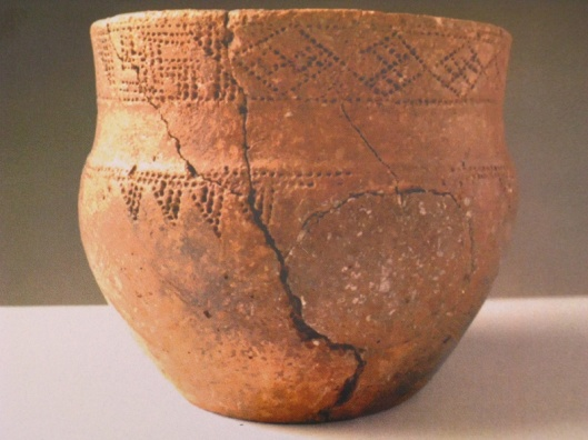 Pottery found in Arkaim, Russia (3000 BC and earlier). ---------- Глиняная посуда, найденная в Аркаиме (3000 до н.э. и ранее).