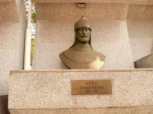 Атилла Хан - типичный ру-сак.