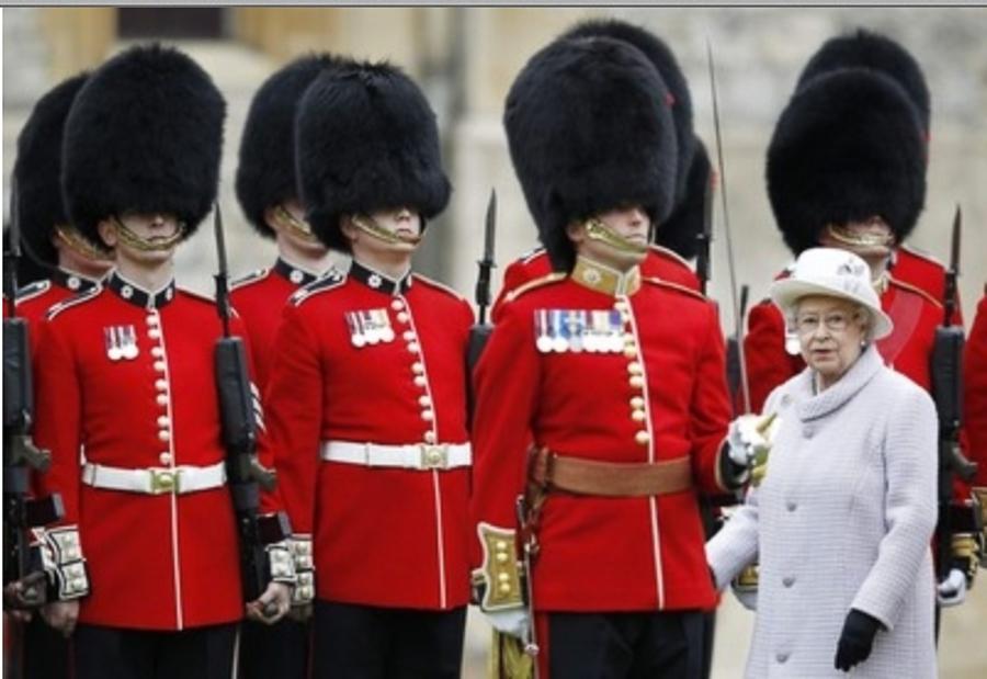 Королевская гвардия (по прозвищу Bearskins, англ. Медвежьи шкуры) — личная охрана английского монарха, часть Британской Армии.