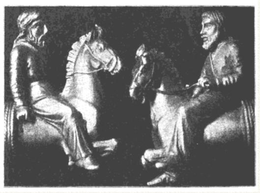 Изображения конных скифов на концах гривны. Их русский историк А. Д. Нечволодов считал неотличимыми от русских крестьян.