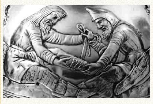 Изображение с той же вазы. Характерные скифские башлыки не исчезли с течением веков, они просто приняли иные формы, иной покрой. Башлыки использовались русским простонародьем (в дождливую погоду) ещё в девятнадцатом веке. А вообще скифский войлочный башлык изначально был идеальным подшлемником, поэтому его охотно использовали именно воины.