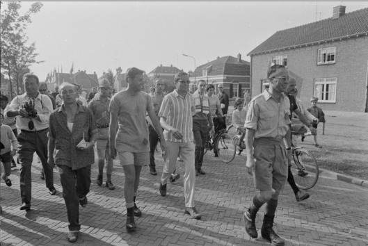 Два кореша-педофила Принц Клаус, муж Королевы Беатрикс, и Фриц Саломонсон, хазарин и нарко-диллер Опиумной Королевы Беатрикс