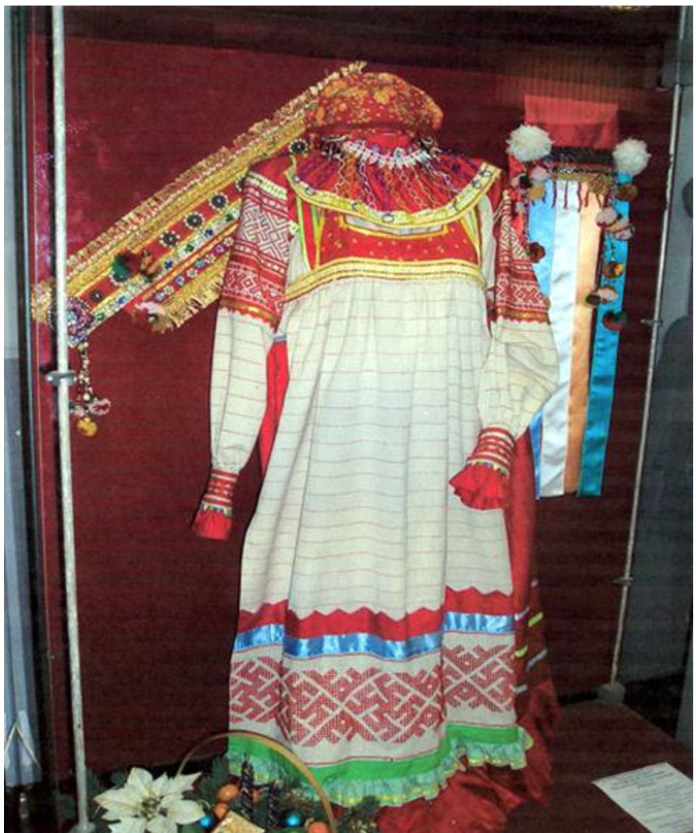 Традиционная вышивка в народном костюме