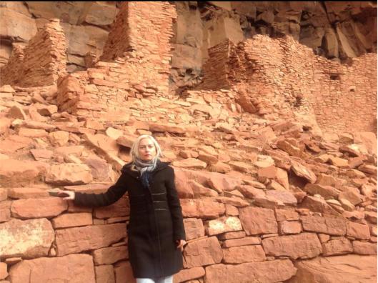 Arizona is Arya Zone. Irene Caesar near Sedona, AZ, United States, December 25, 2014  ---------- Аризона -- это Арья Зона.  Ирина Цезарь около Седоны, Аризона, 25 декабря 2014 года.