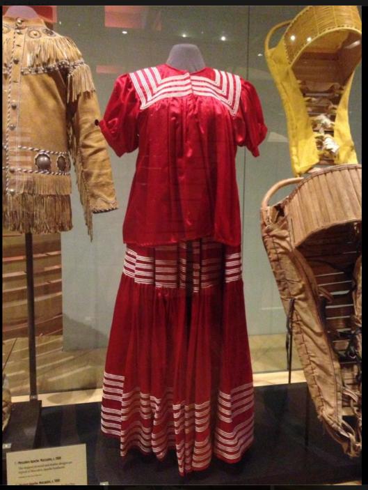 Америка открыта и освоена русскими. Русские ушли из Аризоны в 13 веке, задолго до Колумба. Часть русичей осталась, и растворилась в монголоидах. Поэтому у северо-американских монголоидов, т.н.