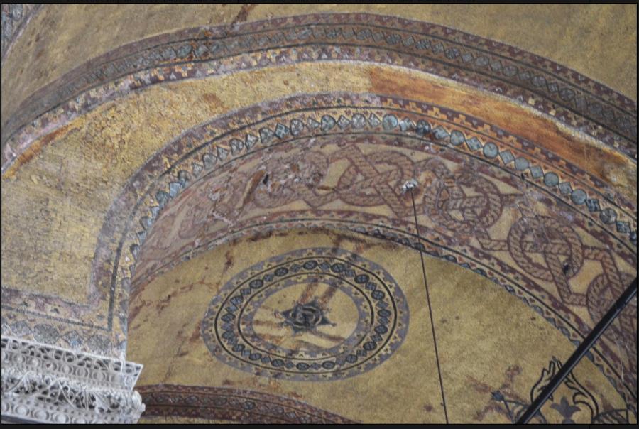 Гаммадион в орнаменте стен в главной Христианской святыни мира -- в Софийском Соборе (Hagia Sophia), Константинополь (Истанбул).