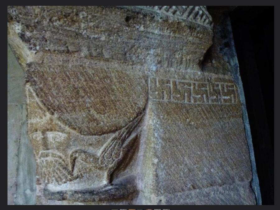 Гаммадион на южной двери Великой Церкови в Кэнфильде, Эссекс (Great Canfield Church, Essex), 12 век н.э.